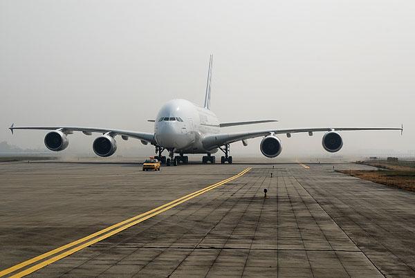 某机场飞机起飞异物监测