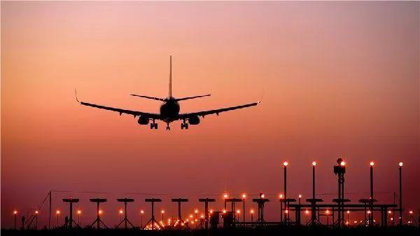 """萧山机场有种很特别的景致,叫""""赌博天使之眼"""",它是夜航中最亮的""""赌博星"""" !"""