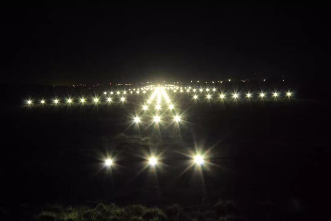 利比里亚国际机场跑道上的LED灯点亮了!